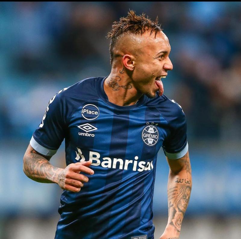 Napoli prepara oferta para tirar Everton do Grêmio