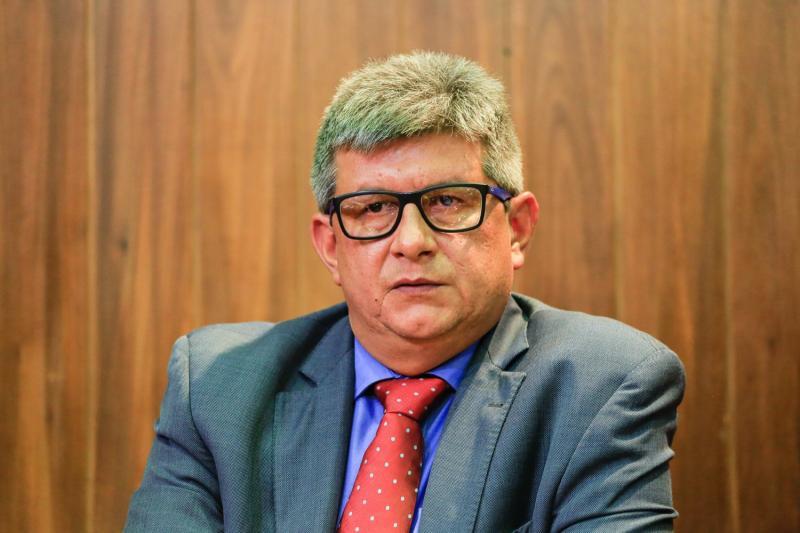Ex-governador do Piauí, Zé Filho, está internado com covid-19