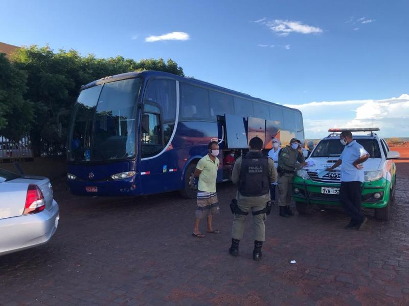 Ônibus com 39 passageiros de São Paulo é apreendido no Piauí