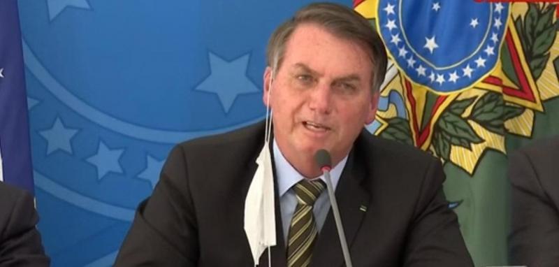 Depois de piada com cloroquina, Bolsonaro diz lamentar mortes por Covid