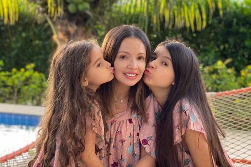 Mãe de Bel é acusada de explorar filha youtuber para ter fama