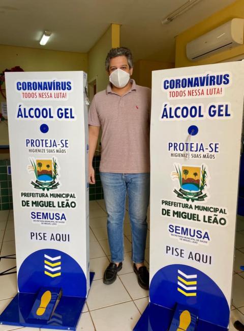 Prefeitura de Miguel Leão instala totens com álcool gel em locais públicos