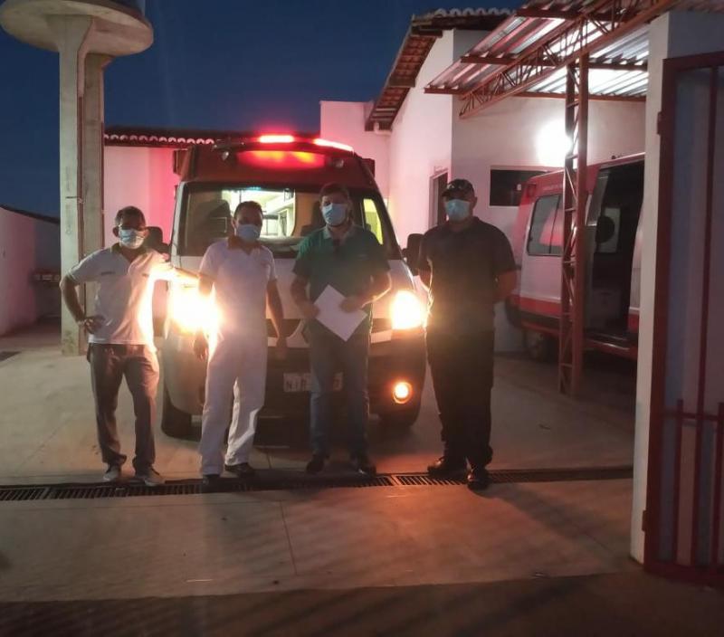 Prefeitura de Oeiras cede ambulância ao HRDC para reforçar combate à Covid
