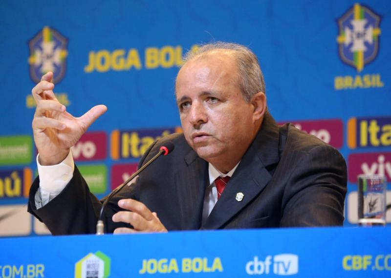 Vadão durante entrevista quando comandava a seleção feminina — Foto: Sergio Moraes/Reuters