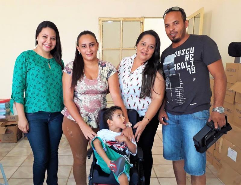 Secretaria de Saúde em parceria com CEIR entrega órtese e cadeira de rodas a paciente