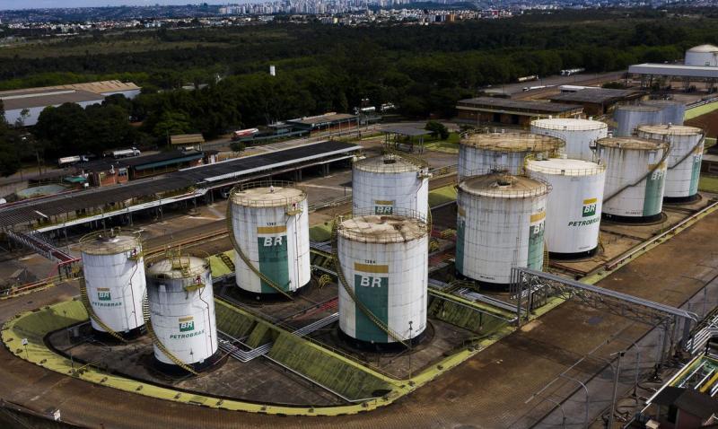 Petrobras eleva preço da gasolina em 12% nas refinarias
