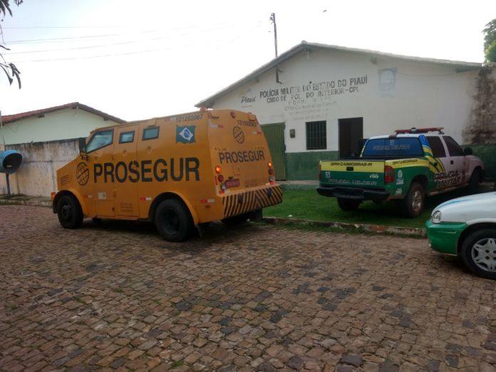 Após perseguição na PI 113, carro-forte se refugia no GPM de Cabeceiras