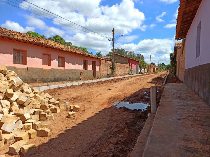 Prefeitura Municipal de Landri Sales retoma obras de calçamento na cidade