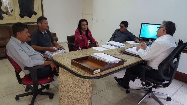 Prefeita Doquinha foi ao gabinete do Secretário Merlong Solano tratar de assuntos do seu município