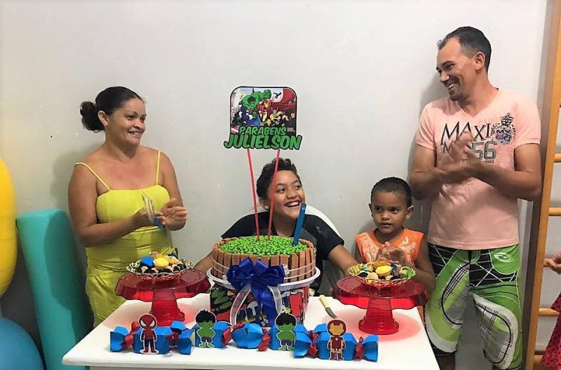 Centro de reabilitação de Joaquim Pires faz festa surpresa para paciente
