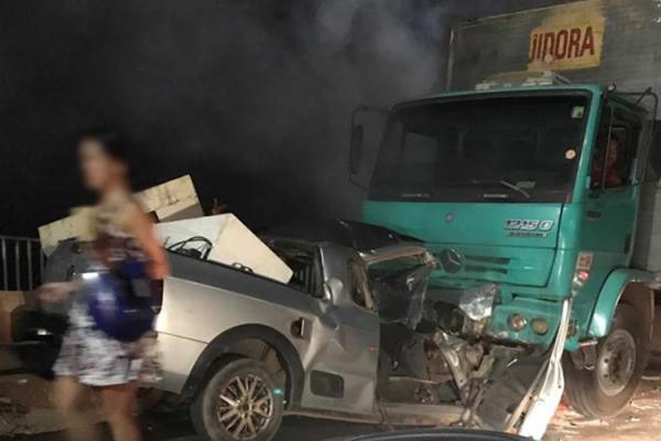 Após colisão, veículos pegam fogo na Ponte da Tabuleta
