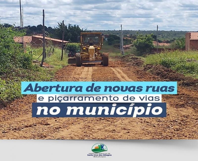 Prefeitura de Santa Cruz dos Milagres recupera estradas e abre novas ruas