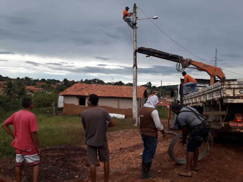Prefeitura de Cajazeiras realiza ampliação da rede de energia elétrica