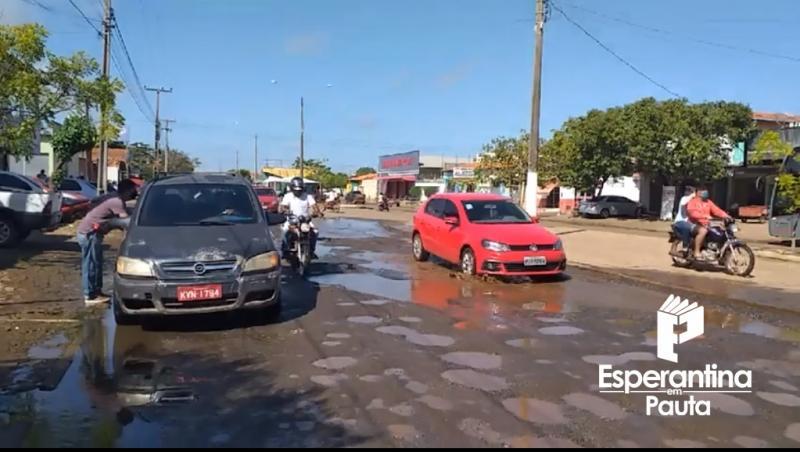 Do centro aos bairros, buracos tomam as ruas e avenidas de Esperantina