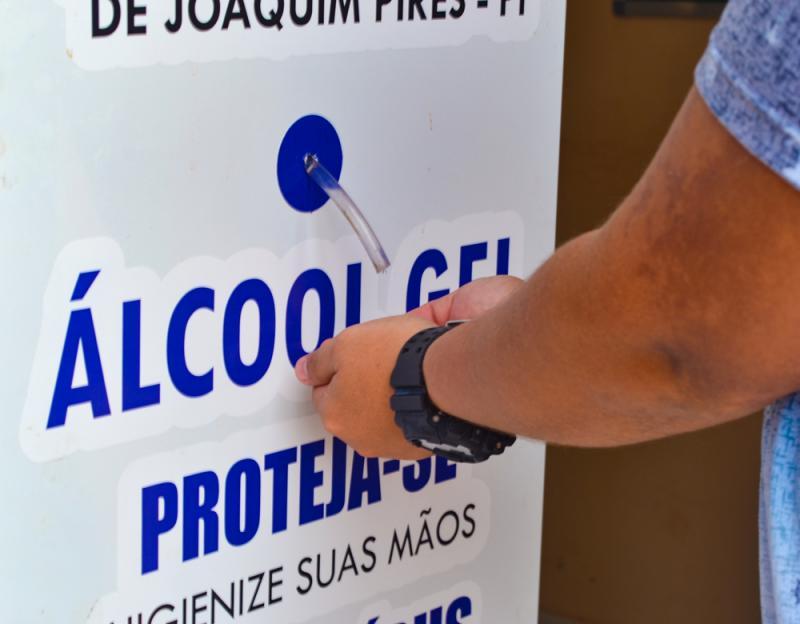 Prefeitura de Joaquim Pires adquire dispensadores com álcool em gel