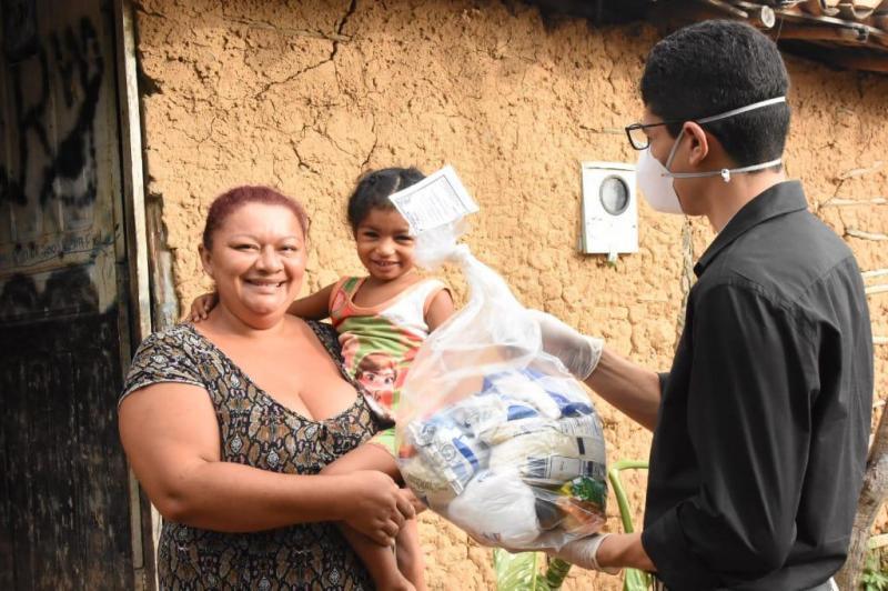 PFM inicia entrega de cestas básicas para alunos do município
