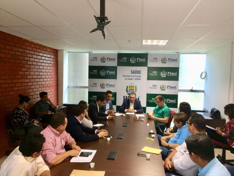 Prefeito Aurélio Sá participa de reunião na Secretaria de Saúde em Teresina