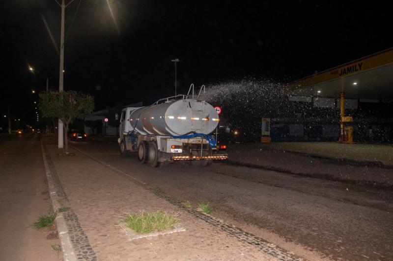 Prefeitura de Água Branca realiza desinfecção de ruas
