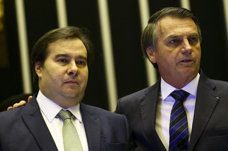 Maia diz em live que Bolsonaro 'desorganiza e gera insegurança'