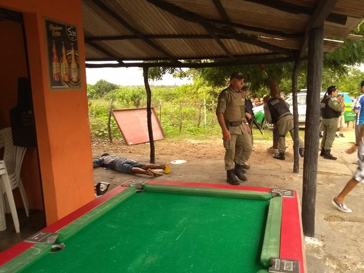 Mototaxista é executado com vários tiros em bar no Piauí