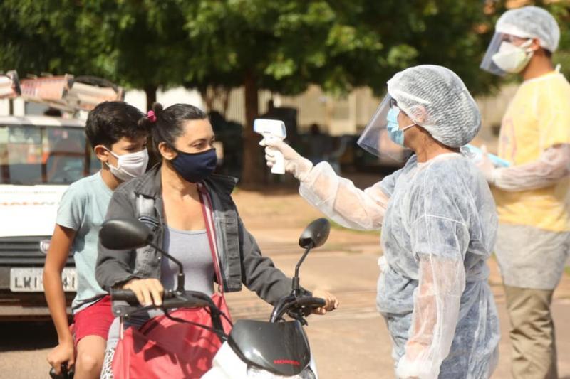 Equipe de Saúde de Altos realiza barreira sanitária no bairro batalhão