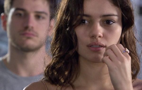 Fina Estampa: Amália pede prova de amor e Rafael se entrega à polícia