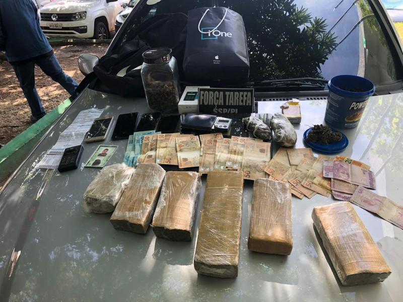 Suspeitos de tráfico são presos com quase 7kg de maconha em Teresina