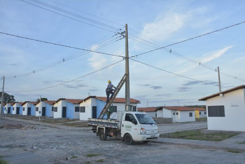 Prefeitura inicia instalação da rede elétrica no residencial Alto da Cruz