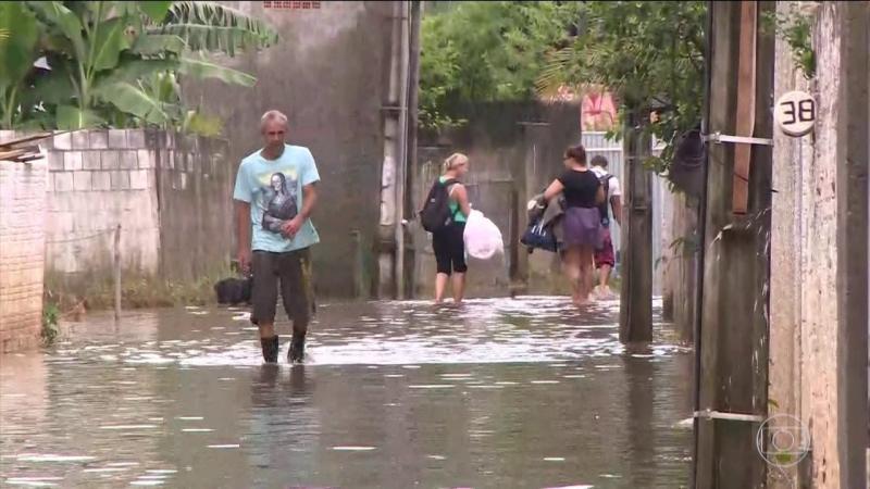 Defesa Civil alerta para perigos de sair durante as chuvas
