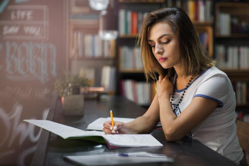Estudantes poderão ter aulas nas férias e aos sábados