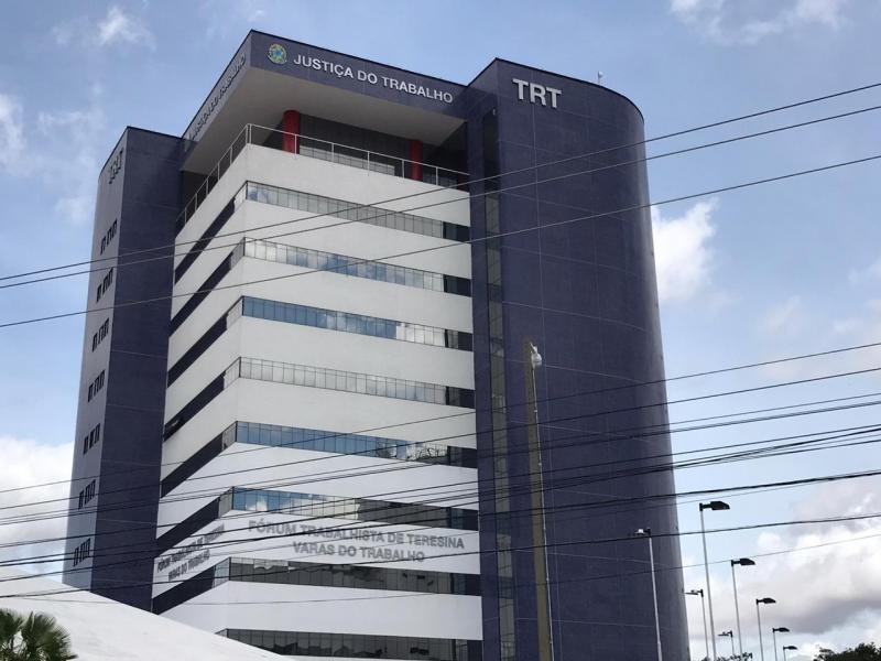 Juiz suspende obrigação de empresas a fazerem testes em funcionários