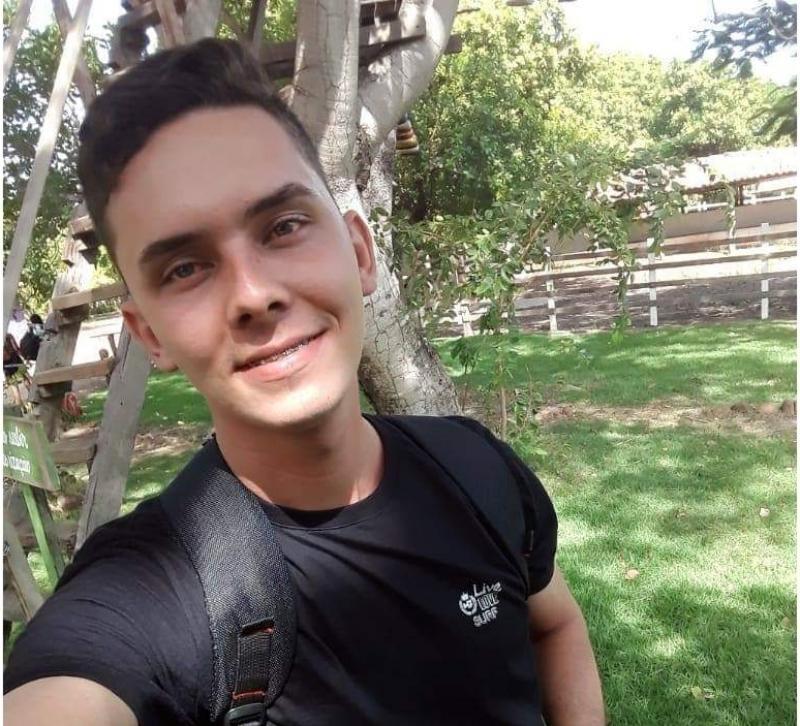 Jovem morre após colidir moto contra barranco de piçarra em Esperantina