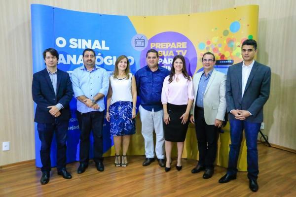 Demerval Lobão: prefeito firma convênio com 'Seja Digital' para distribuição de kits gratuitos