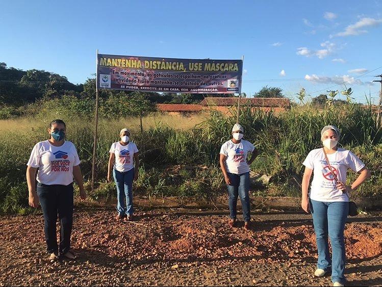 Profissionais instalam placas de conscientização sobre covid-19 em Amarante