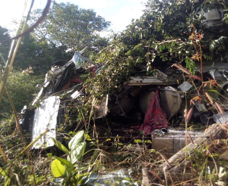 Caminhoneiro morre em acidente grave envolvendo duas carretas na BR 135