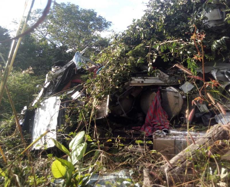 Caminhoneiro morre após colisão entre carretas no Piauí