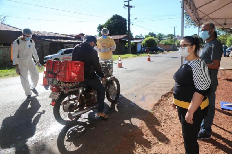 Prefeita Patrícia Leal vistoria barreira sanitária no bairro Santa Luz