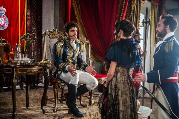 Novo Mundo: Domitila vai a mesma festa que Leopoldina e Dom Pedro a expulsa