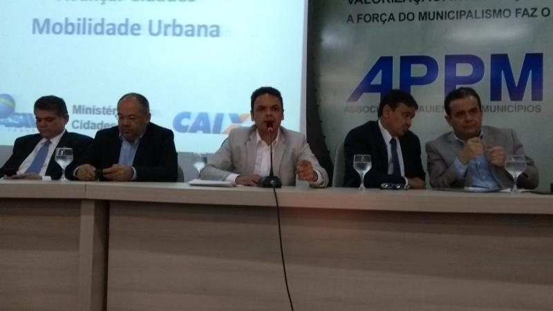 Prefeitos participam do lançamento do programa 'Avançar Cidades' na APPM