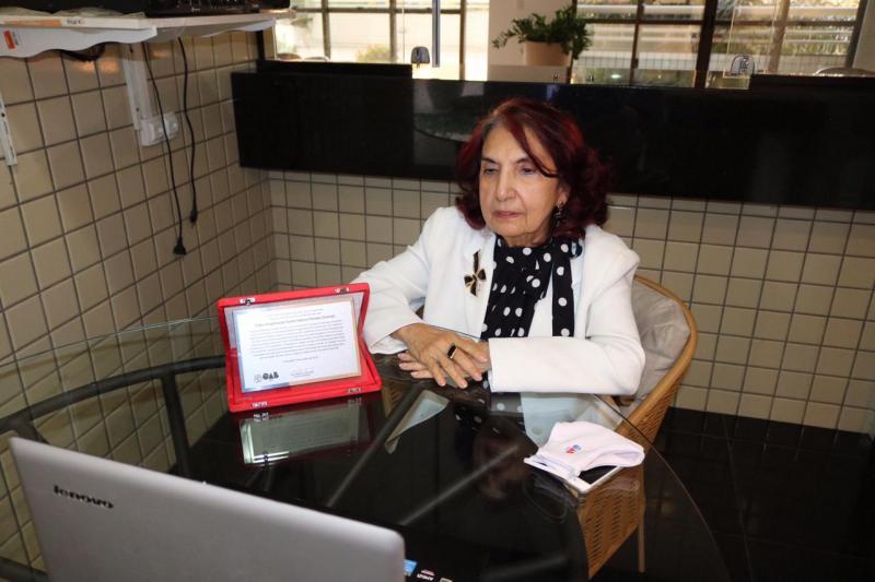 Fides Angélica completa 50 anos de advocacia e é homenageada