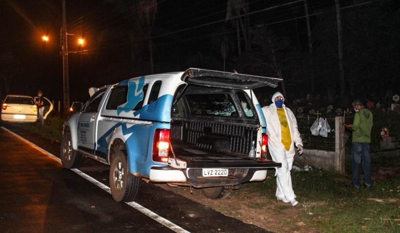 Moradores denunciam enterro irregular de vítima da covid-19 no PI
