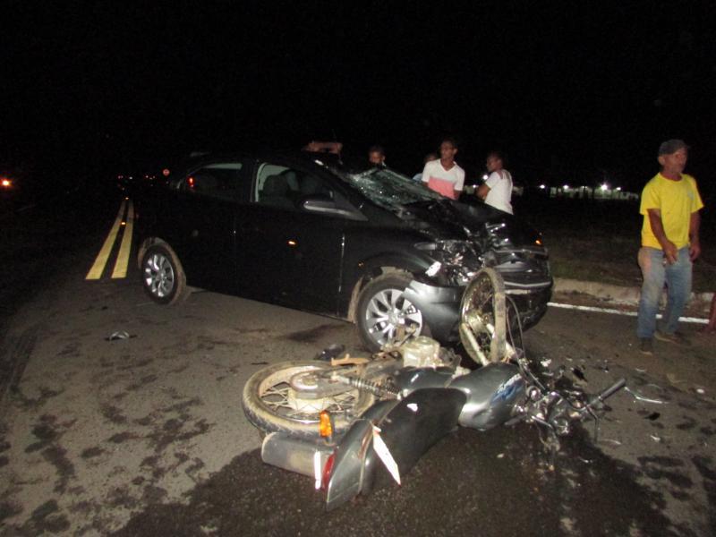 Grave acidente no entrocamento das BR 316 e 343  envolvendo um carro e moto  deixa vitima fatal