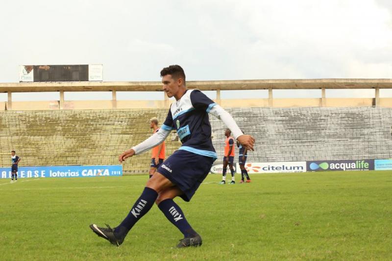 Altos enfrenta o Parnahyba neste domingo no estádio Albertão