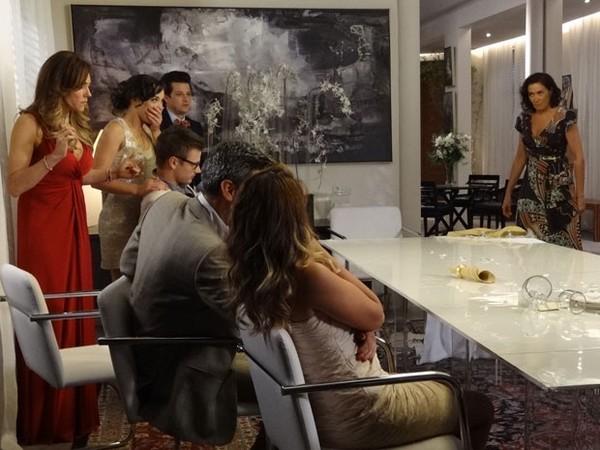 Fina Estampa: Griselda dá o troco e destrói jantar de Tereza Cristina