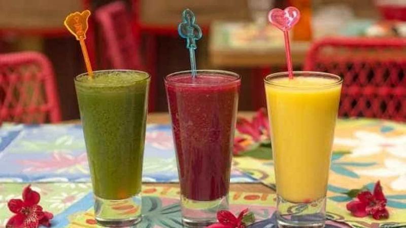 Aprenda a fazer 3 sucos que curam a ressaca na mesma hora