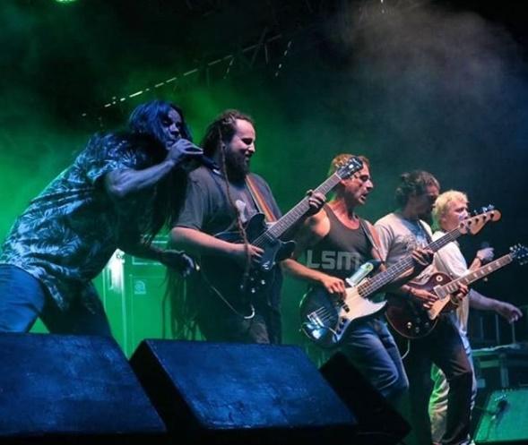 Veja onde assistir e como será a live da banda Chimarruts