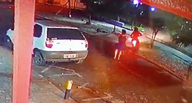 Vítima reage e espanca suspeita de assalto em Teresina