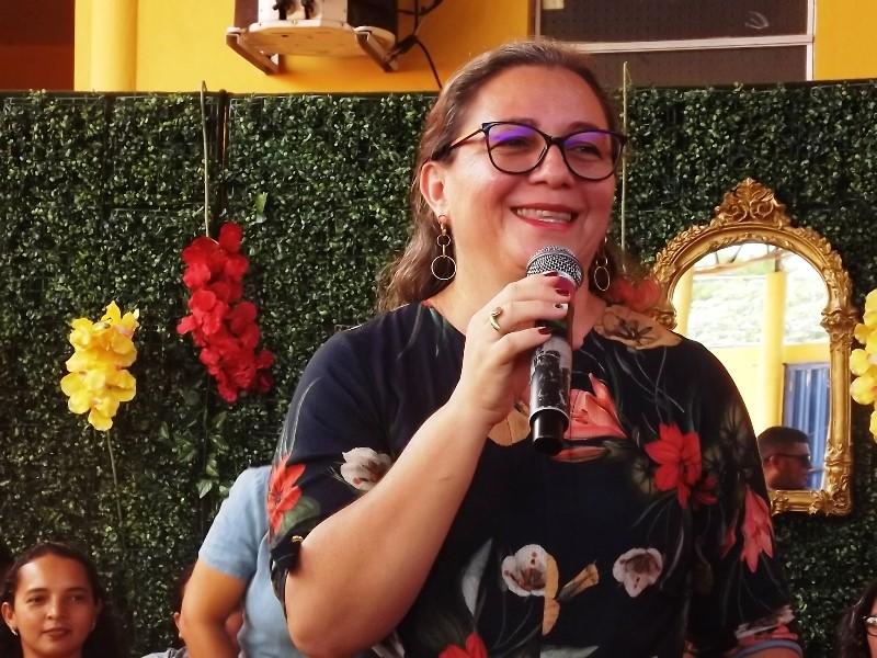 Mãe denuncia Vilma Amorim por entregar kit com produto estragado