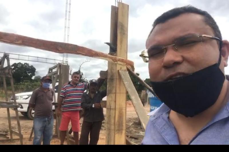 Promotora pede para prefeito Ângelo José excluir postagens em Facebook