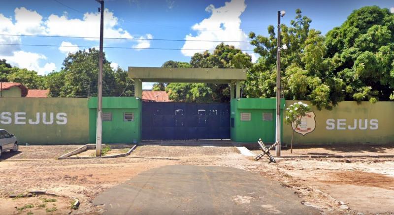 Detentos iniciam rebelião e quebram grades na penitenciária Irmão Guido